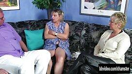 مادر سیاه و سفید ریزه اندام لعنتی سکسکیر توکس سفید خود را دوست دارد