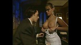 یک زن کیرتوکون داغ بالغ با داشتن کادر زیبا در جدول در دفتر به دام می افتد